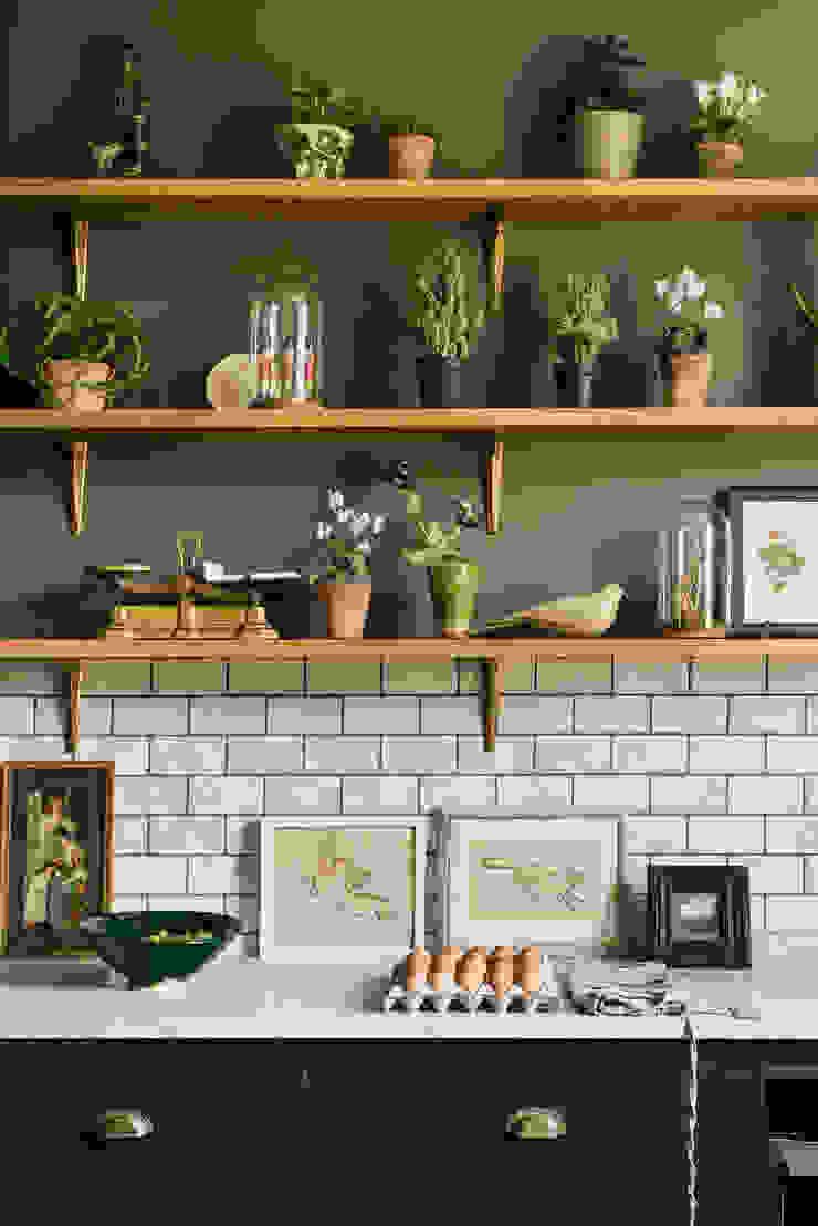 The Victorian Rectory by deVOL deVOL Kitchens Classic style kitchen