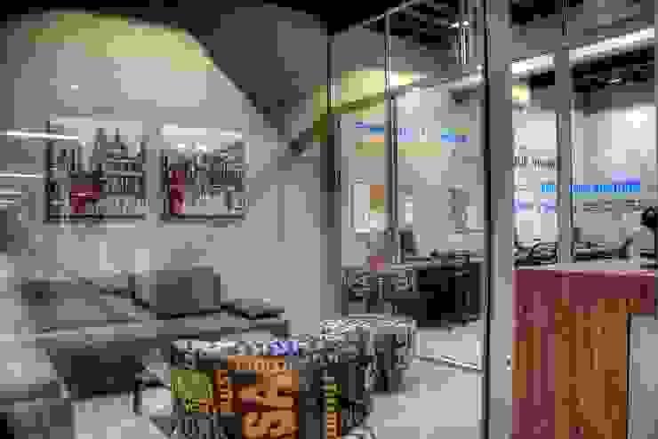 Con Contenedores S.A. de C.V. Estudios y despachos de estilo industrial