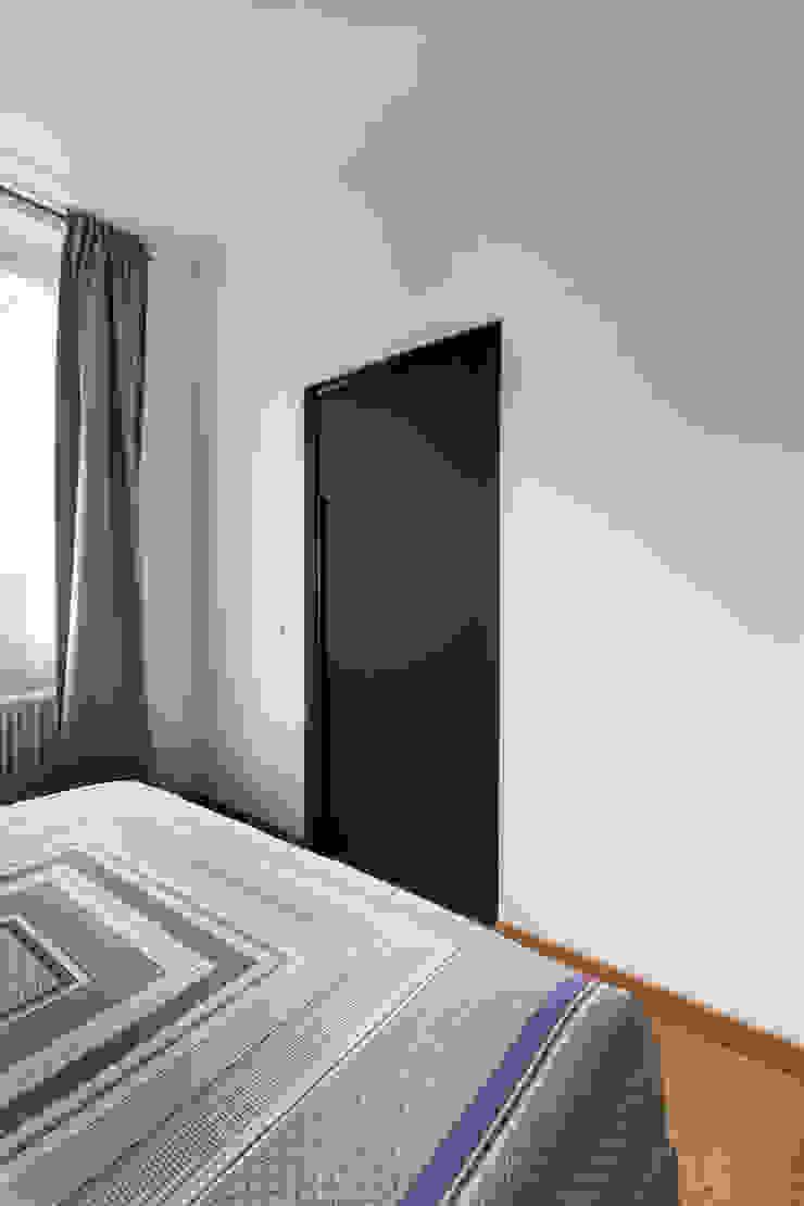 RG HOUSE Camera da letto moderna di GruppoTre Architetti Moderno