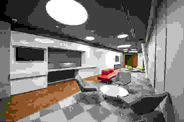 Sala de innovación TALLER GRADO 13 ARQUITECTURA Salas multimedia modernas