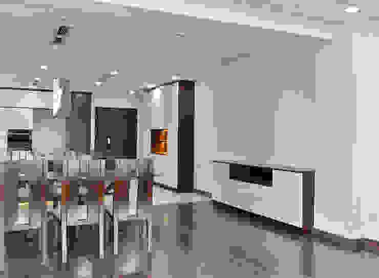 CĂN HỘ THE RIVERSIDE RESIDENCE QUẬN 7 Phòng ăn phong cách hiện đại bởi VAN NAM FURNITURE & INTERIOR DECORATION CO., LTD. Hiện đại