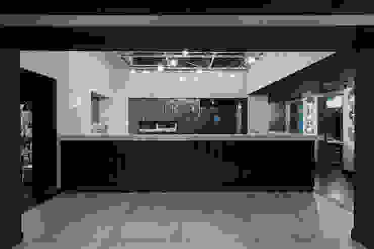 Nhà bếp phong cách hiện đại bởi Grippo + Murzi Architetti Hiện đại