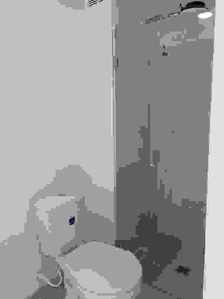 WC Social . PROYECTOS HOME!!! Baños de estilo moderno de HOME ARQ Moderno Azulejos