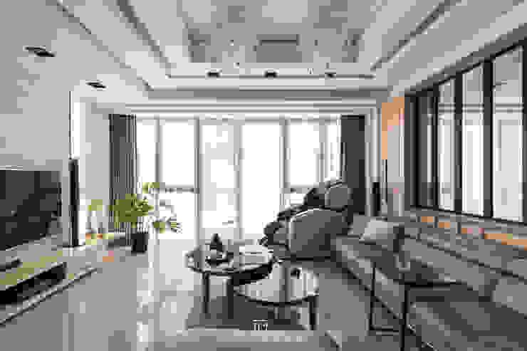 客廳 现代客厅設計點子、靈感 & 圖片 根據 璞玥室內裝修有限公司 現代風 實木 Multicolored