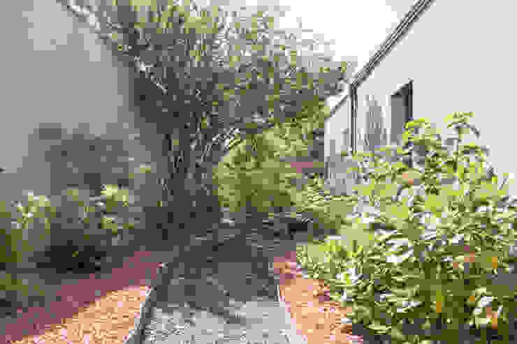 Un Jardin Terracotta & Noir E/P ESPACE DESIGN - Emilie Peyrille Jardin méditerranéen