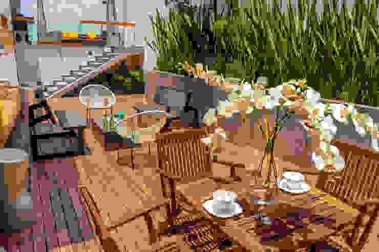 TERRAZA FLOW HOUSE AMID Balcones y terrazas industriales