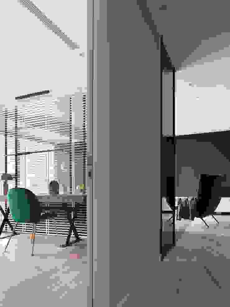 Moderne Arbeitszimmer von 肯星室內設計 Modern