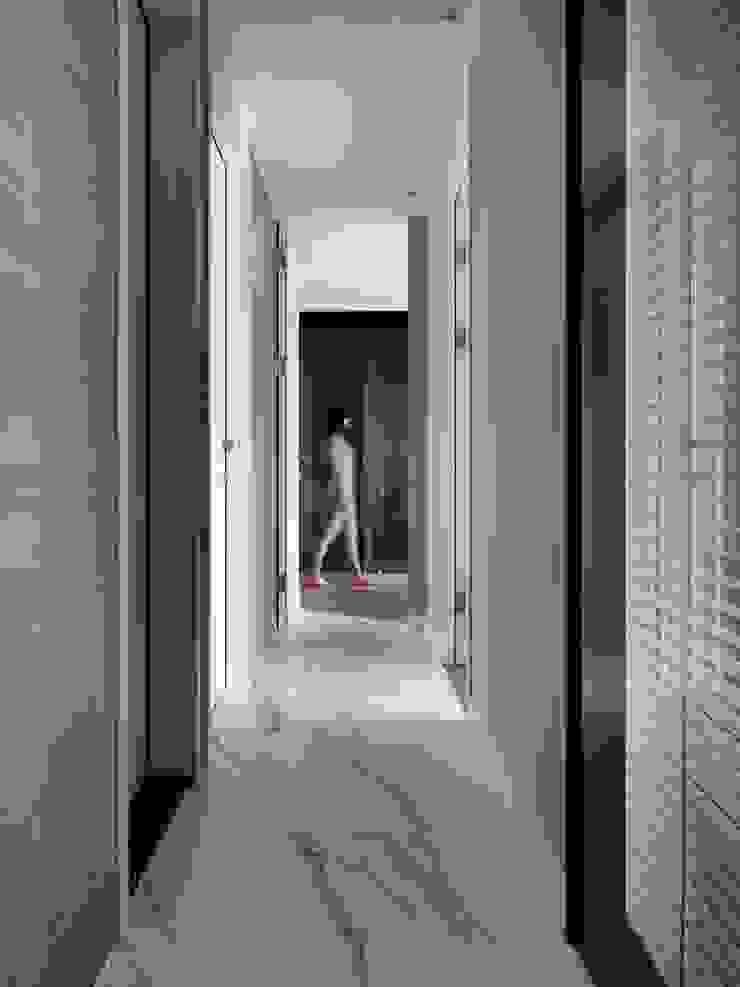 Moderner Flur, Diele & Treppenhaus von 肯星室內設計 Modern