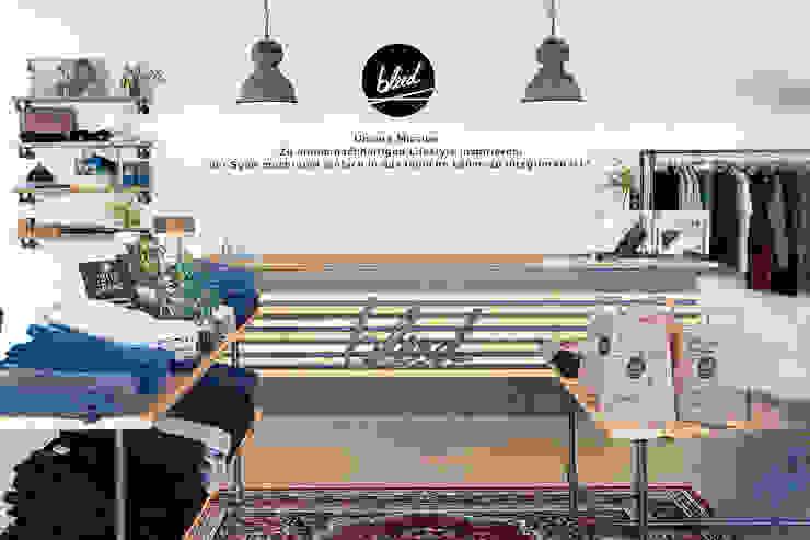 Interior design BLEED Clothing edictum - UNIKAT MOBILIAR Exhibition centres Wood Amber/Gold