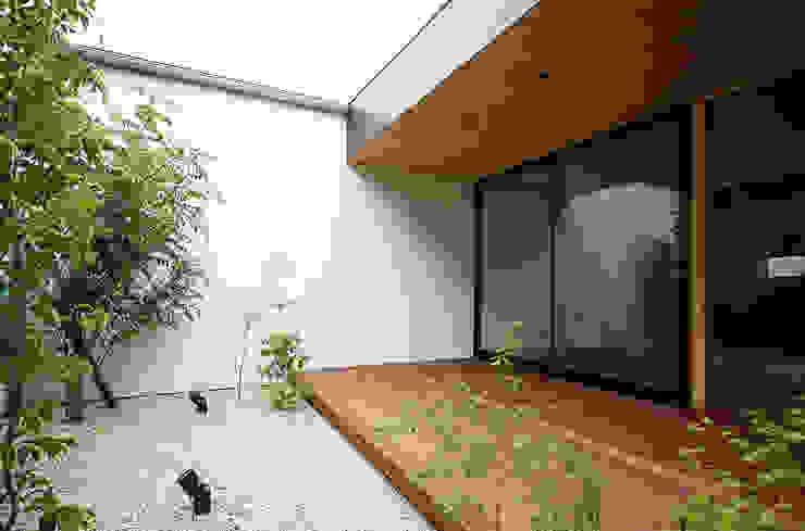 Modern Garden by kisetsu Modern Wood Wood effect
