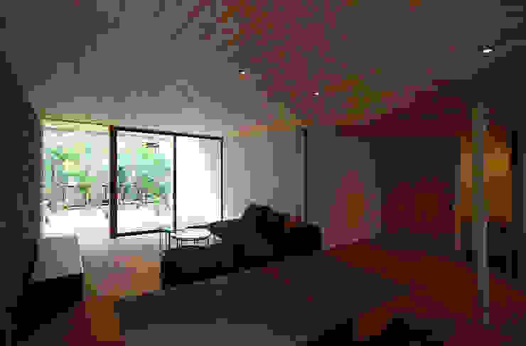 Modern Living Room by kisetsu Modern Wood Wood effect