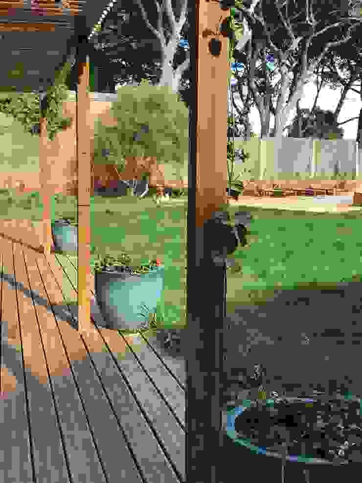 Pérgula Jardins rústicos por Maria Mayer | Interior & Landscape Design Rústico
