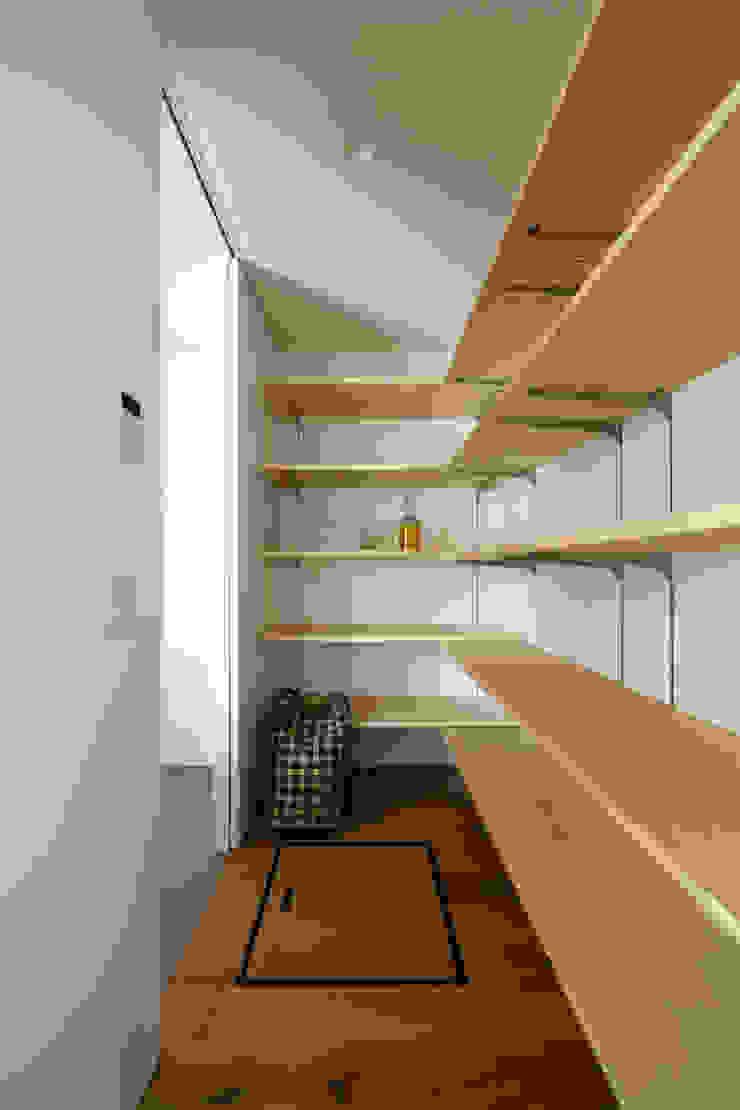 yuukistyle 友紀建築工房 Salas de estilo moderno