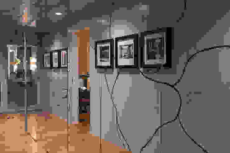Corredor: Casas de banho  por Inêz Fino Interiors, LDA,Moderno