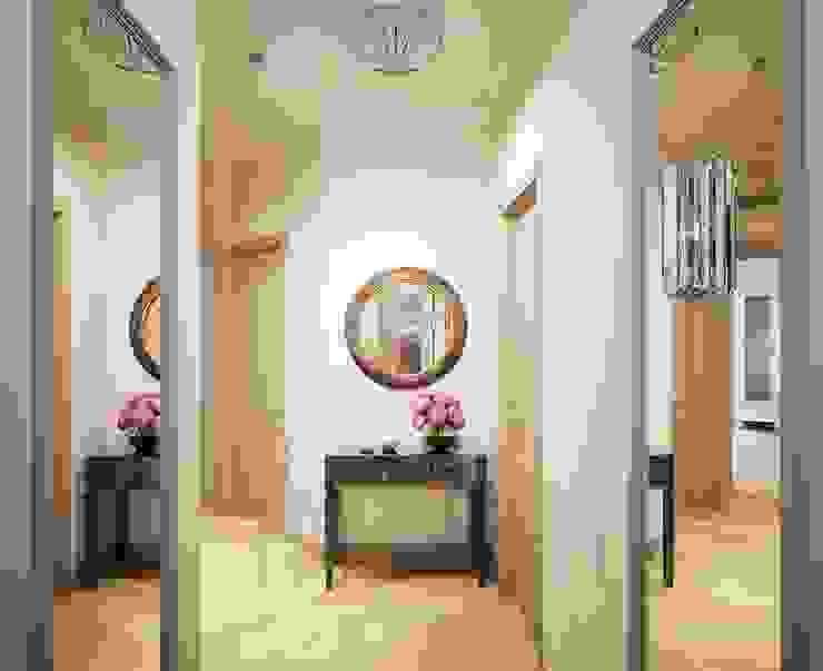 Дизайн студия 'Хороший интерьер' Pasillos, vestíbulos y escaleras de estilo clásico