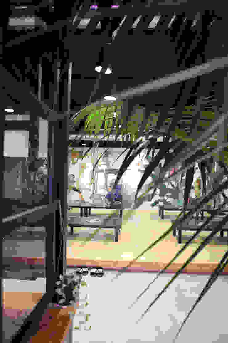 돌탑갈비 100평형 인테리어 모던스타일 복도, 현관 & 계단 by 주식회사 큰깃 모던