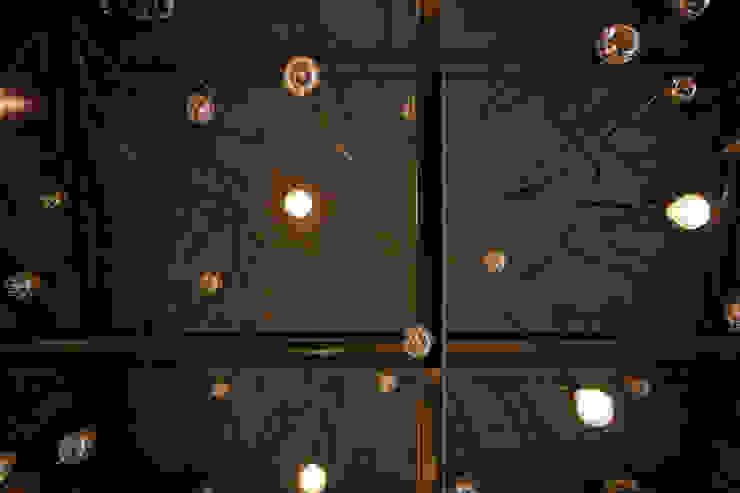 돌탑갈비 100평형 인테리어 모던스타일 거실 by 주식회사 큰깃 모던