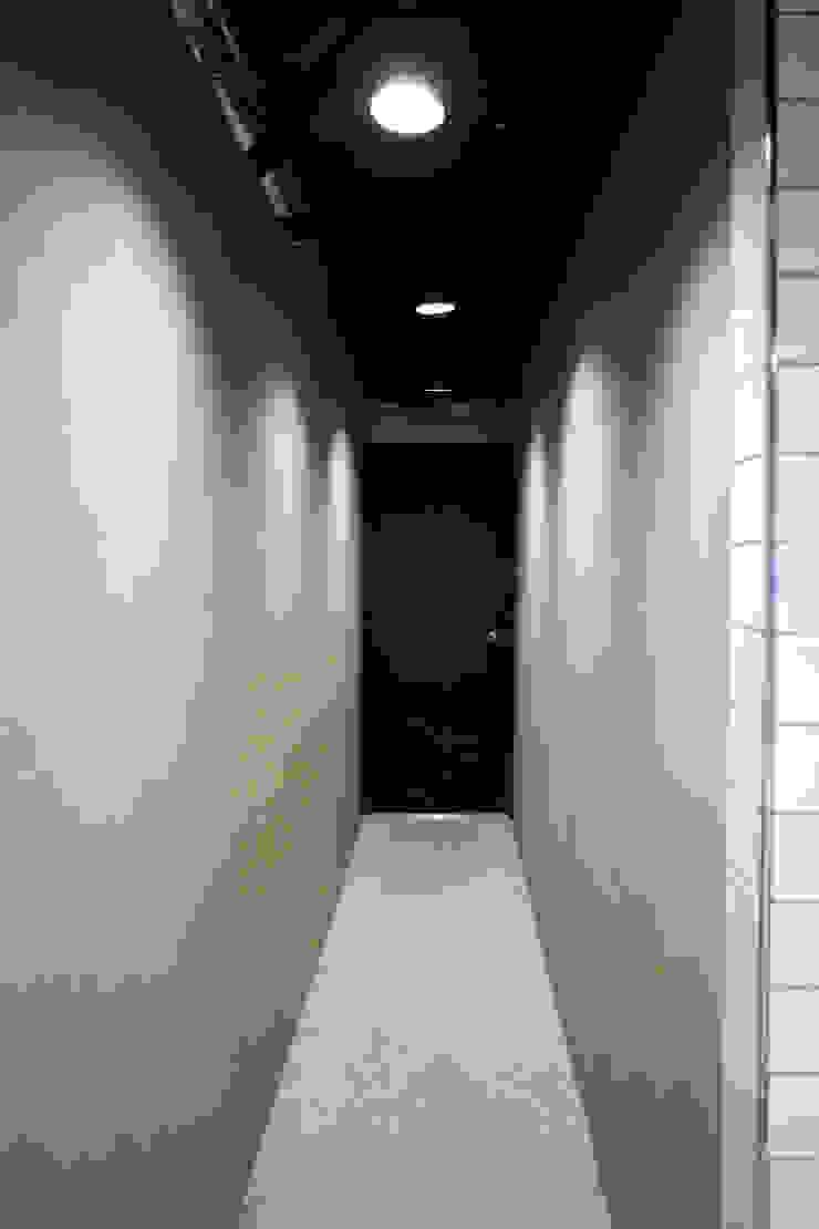돌탑갈비 100평형 인테리어 모던스타일 욕실 by 주식회사 큰깃 모던