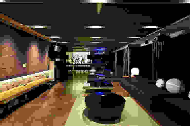 Casas modernas de 瑞嗎空間設計 Moderno