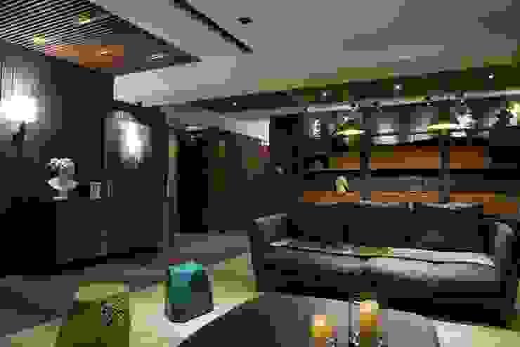 信義頌C宅 现代客厅設計點子、靈感 & 圖片 根據 瑞嗎空間設計 現代風