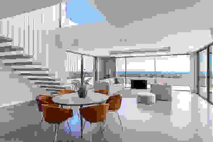 Villa de lujo en Marbella Puertas y ventanas de estilo minimalista de JCCalvente Minimalista