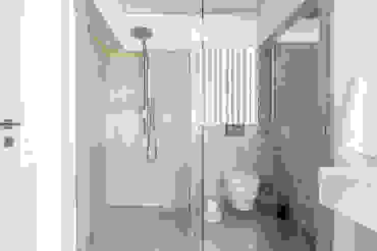 Villa de lujo en Marbella Baños de estilo minimalista de JCCalvente Minimalista
