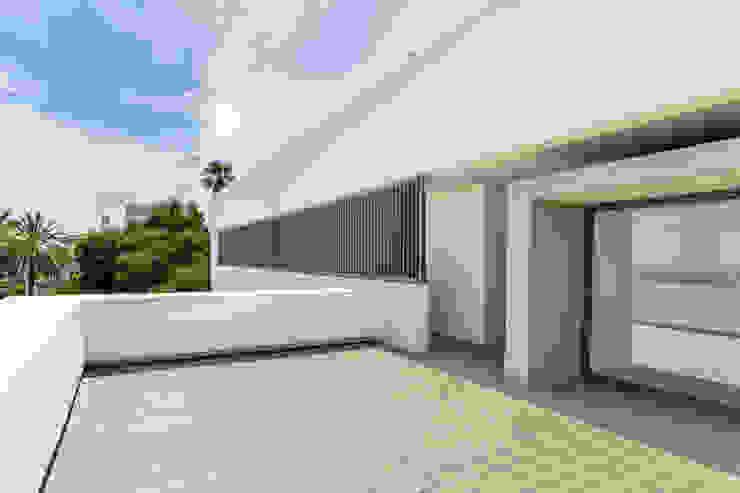 Villa de lujo en Marbella Balcones y terrazas de estilo minimalista de JCCalvente Minimalista
