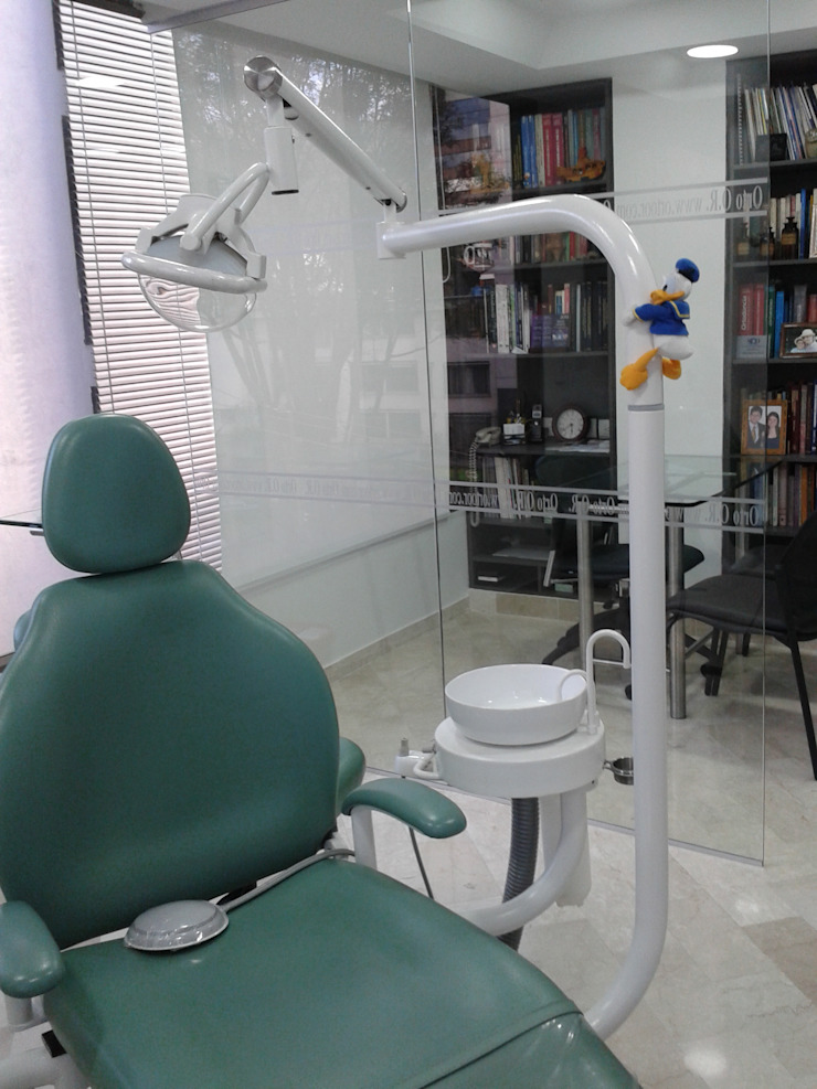 Remodelacion consultorio Odontologico Estudios y despachos de estilo moderno de Goodhaus SAS Moderno