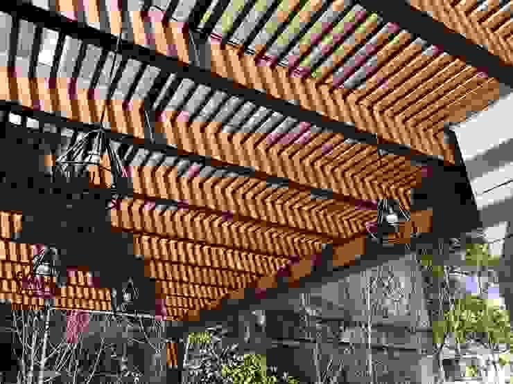 terrace pergola Modern Terrace by DE LEON PRO Modern