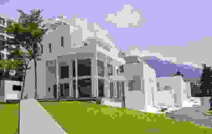 全天候氣密窗 Casas de estilo mediterráneo
