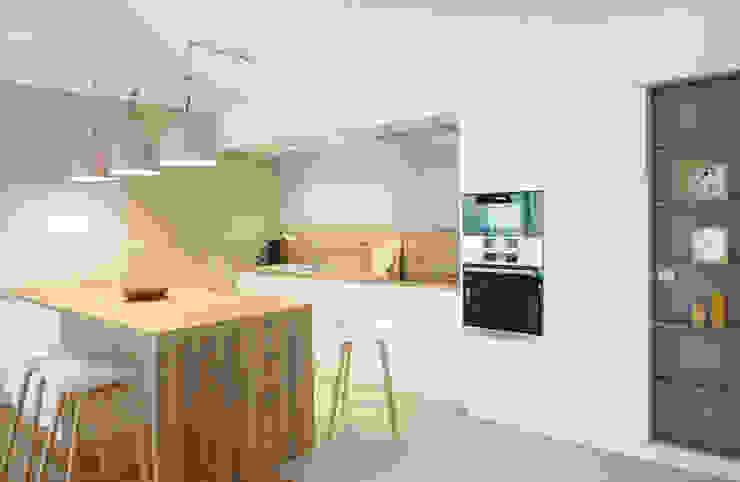 Une cuisine ouverte avec îlot Skéa Designer Cuisine moderne Bois Blanc
