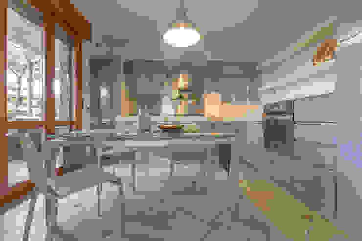 Mirna Casadei Home Staging 現代廚房設計點子、靈感&圖片