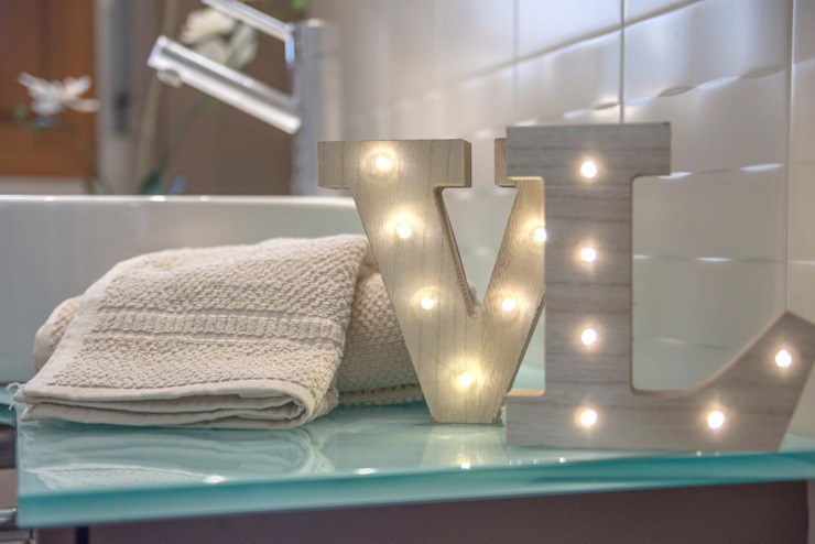 Mirna Casadei Home Staging 現代浴室設計點子、靈感&圖片