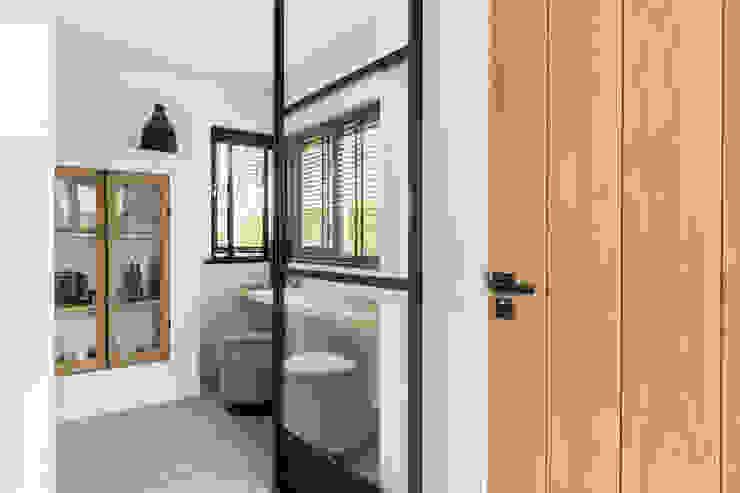 Entree InHouse Design Moderne gangen, hallen & trappenhuizen