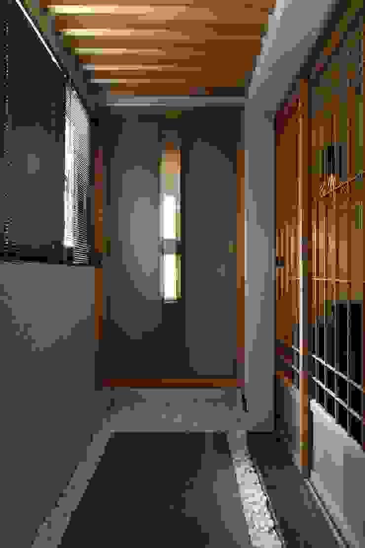 玄關與鞋櫃 直方設計有限公司 Asian corridor, hallway & stairs