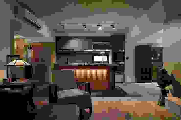 廚房與客廳相連:  系統廚具 by 直方設計有限公司, 日式風、東方風