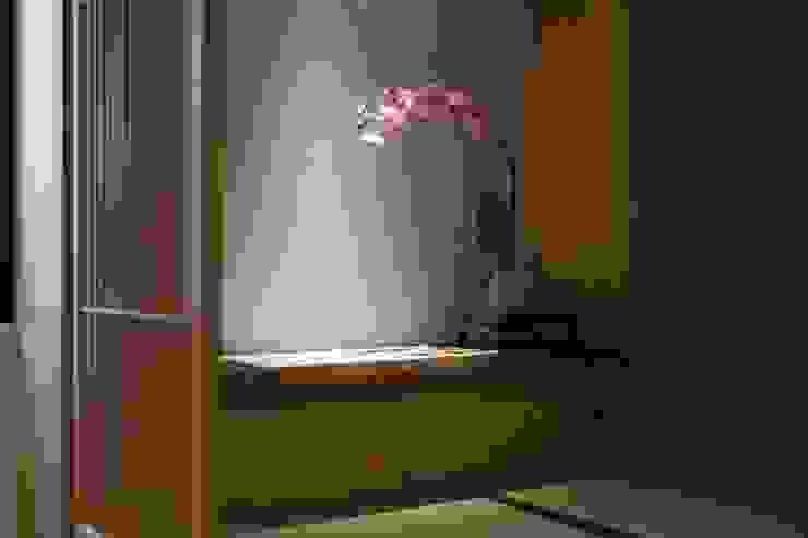 留白的牆面可以隨主人喜好而掛上畫作:  牆面 by 直方設計有限公司, 日式風、東方風