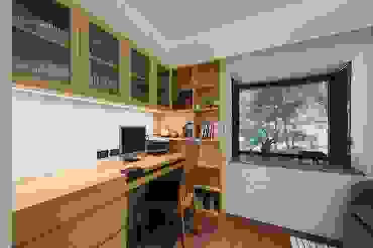 客房在平時可當作書房使用 直方設計有限公司 Asian style study/office