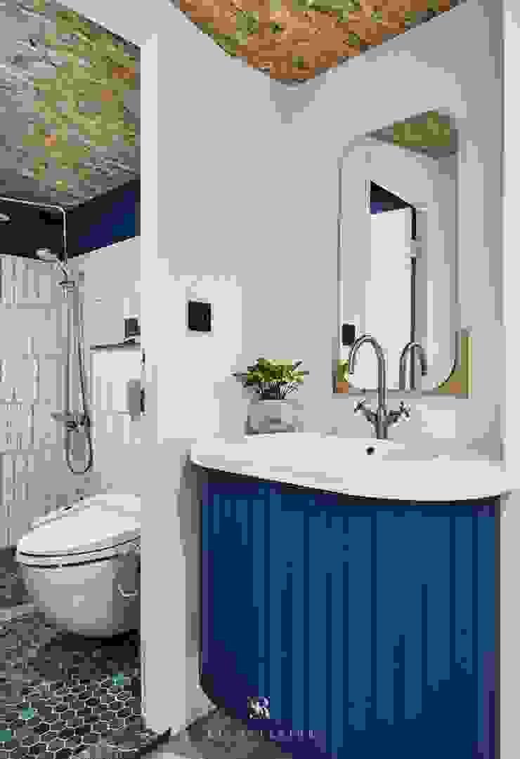 理絲室內設計|Ris Interior Design Workspace 理絲室內設計有限公司 Ris Interior Design Co., Ltd. Mediterranean style bathrooms Tiles Blue