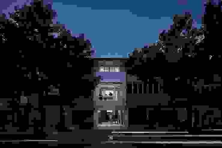 理絲室內設計|Ris Interior Design Workspace 根據 理絲室內設計有限公司 Ris Interior Design Co., Ltd. 現代風 鐵/鋼