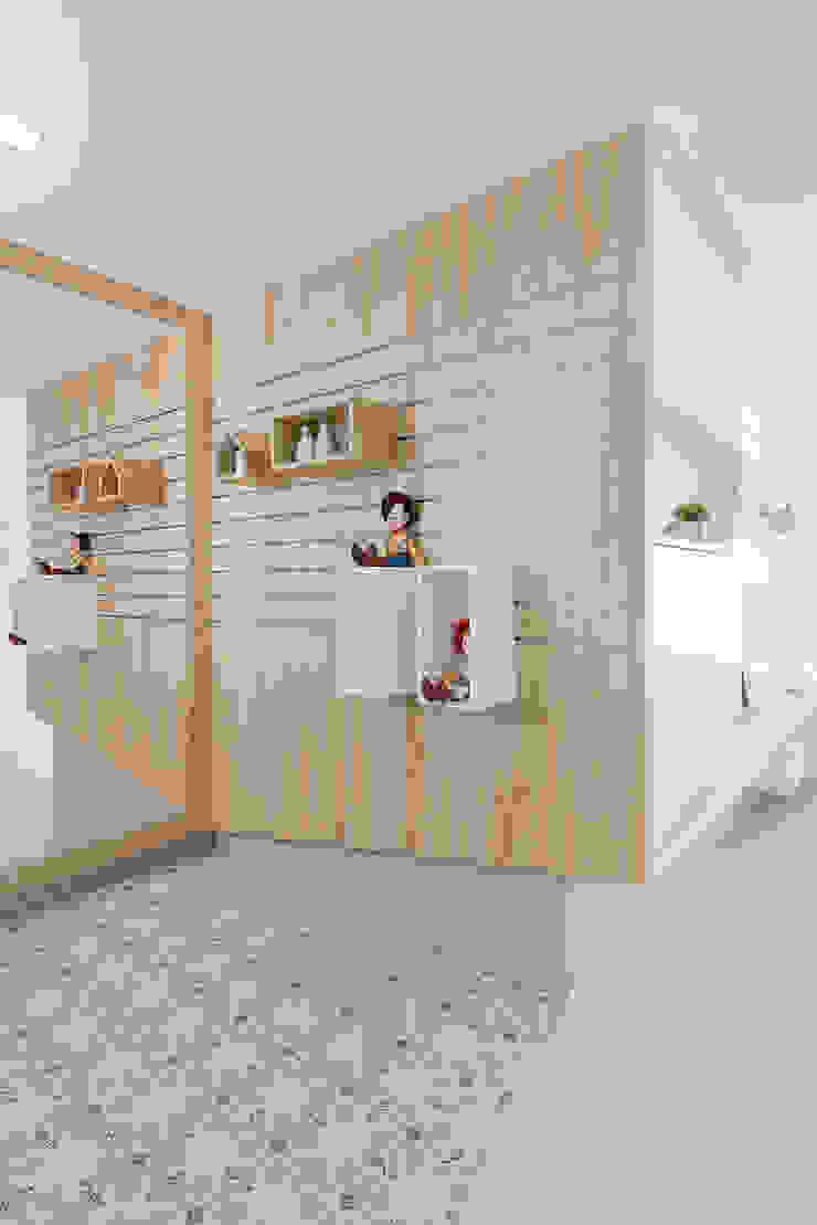 ทางเดินสไตล์สแกนดิเนเวียห้องโถงและบันได โดย 寓子設計 สแกนดิเนเวียน