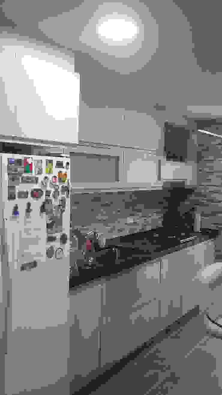 Armarios de cocina remodelados de NetCom Construcciones Moderno