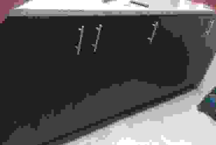 Instalaciones puertas de armarios auxiliares de cocina de NetCom Construcciones Moderno
