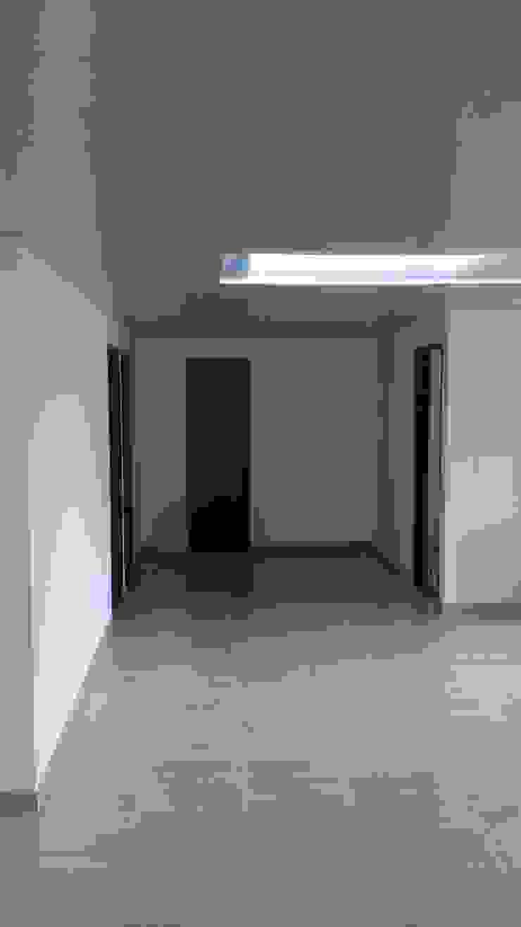 Remodelación de pisos, cielo raso y puertas Salas modernas de NetCom Construcciones Moderno