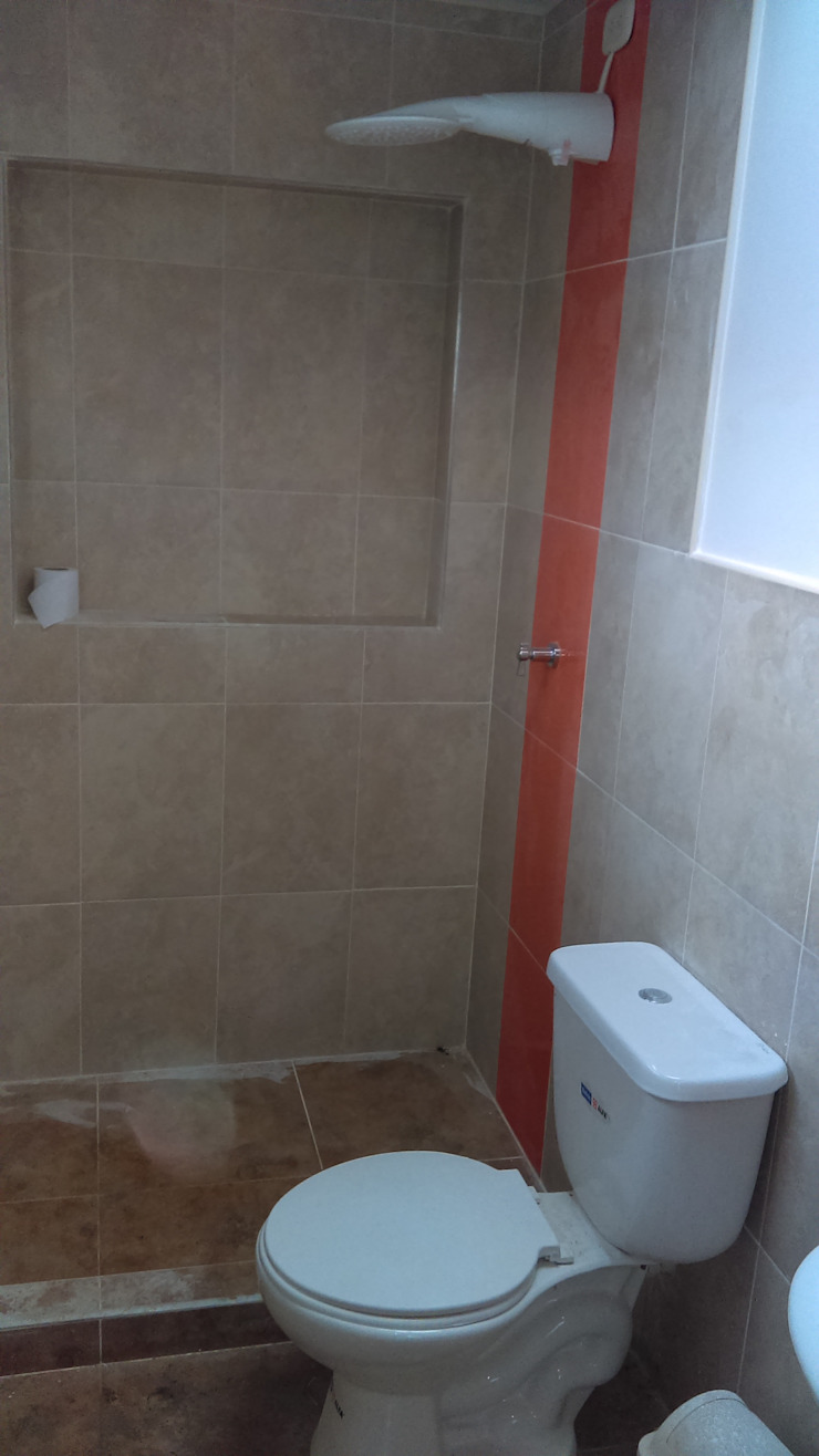 Remodelación total de baño Baños de estilo moderno de NetCom Construcciones Moderno