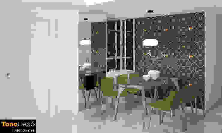 Entrada con espacio abierto al comedor Comedores de estilo moderno de Tono Lledó Estudio de Interiorismo en Alicante Moderno