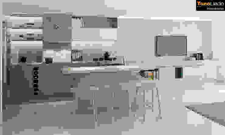 Cocina integrada al salón de Tono Lledó Estudio de Interiorismo en Alicante Minimalista Madera Acabado en madera
