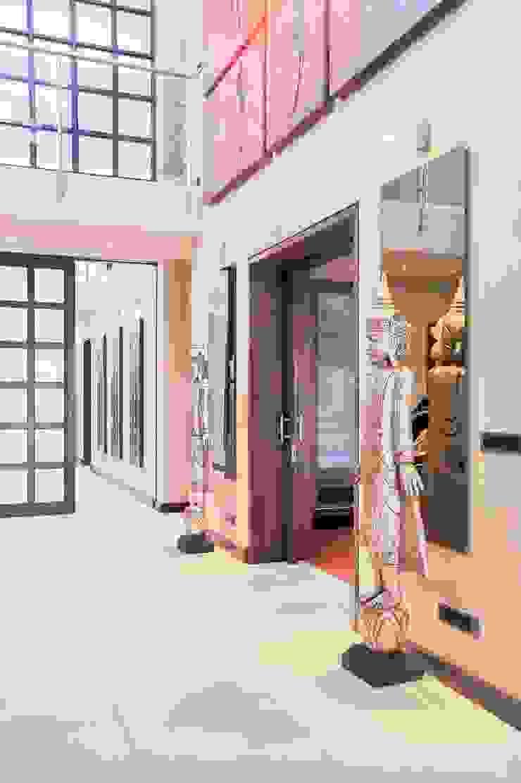 PORTFOLIO 2020 CLINT LEWIS DESIGNS Modern Corridor, Hallway and Staircase