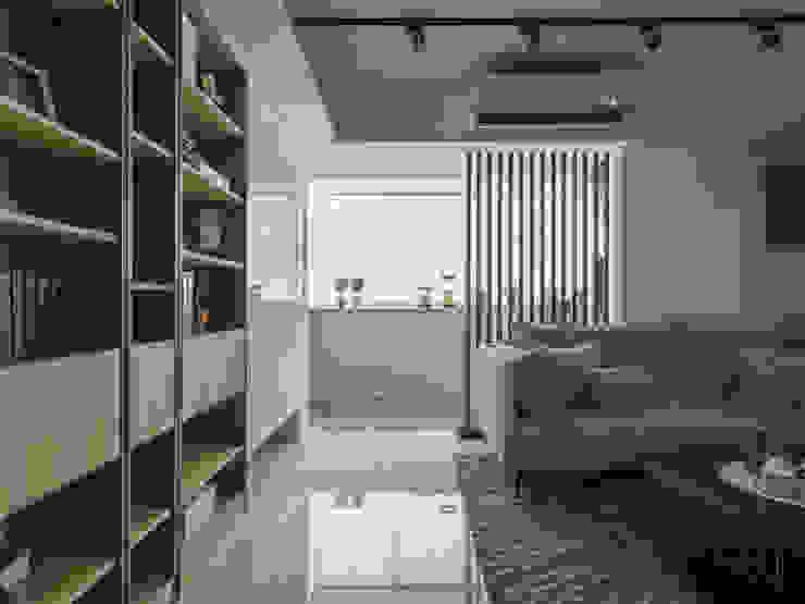 Hoteles de estilo escandinavo de 你你空間設計 Escandinavo Madera Acabado en madera
