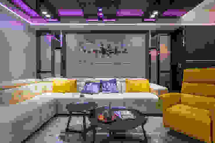 客廳 现代客厅設計點子、靈感 & 圖片 根據 你你空間設計 現代風 鐵/鋼